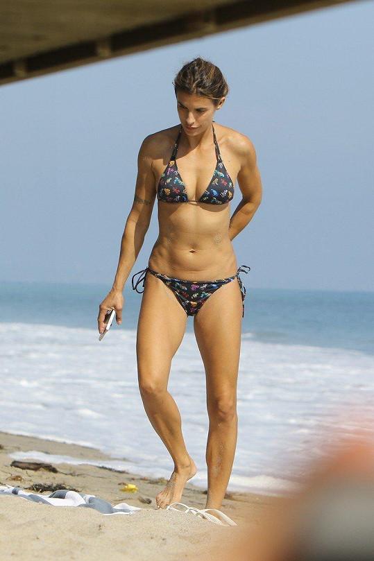 Elisabetta Canalis (38) na pláži v Miami.