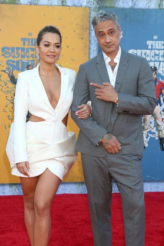 Jako pár se Rita a Taika poprvé oficiálně ukázali na premiéře v Los Angeles začátkem srpna.