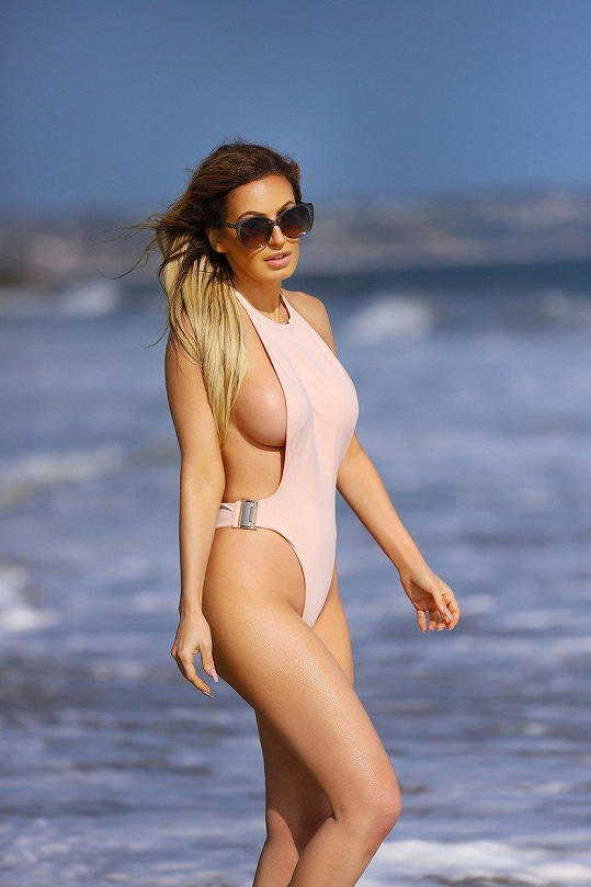 Ana Braga oblékla plavky, které odhalovaly její přednosti...