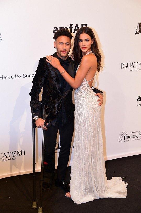 S fotbalistou Neymarem randí s pauzami už přes pět let.