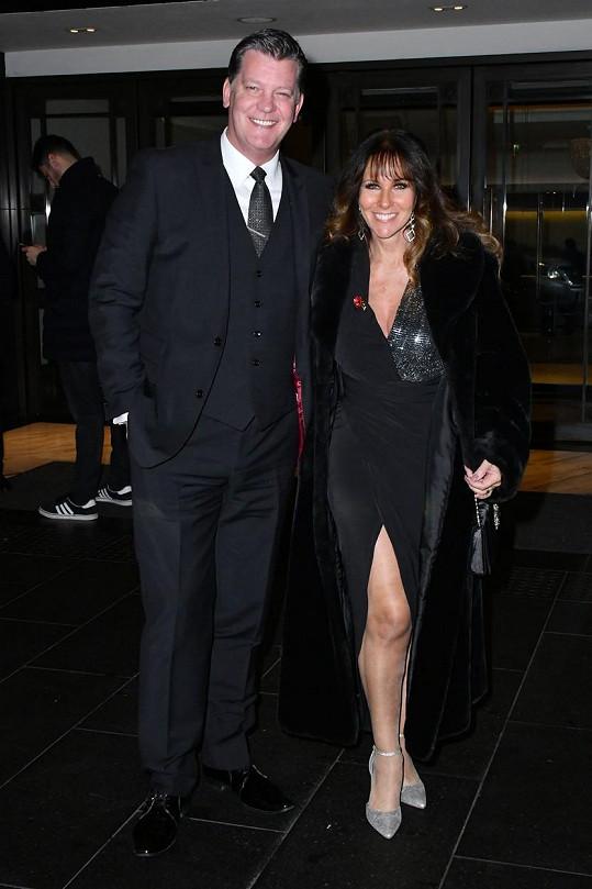 Herečka a moderátorka Linda Lusardi a její manžel Samuel Kane patří k víc než 38 tisícům koronavirem nakažených Britů (údaj ze soboty 4. dubna).