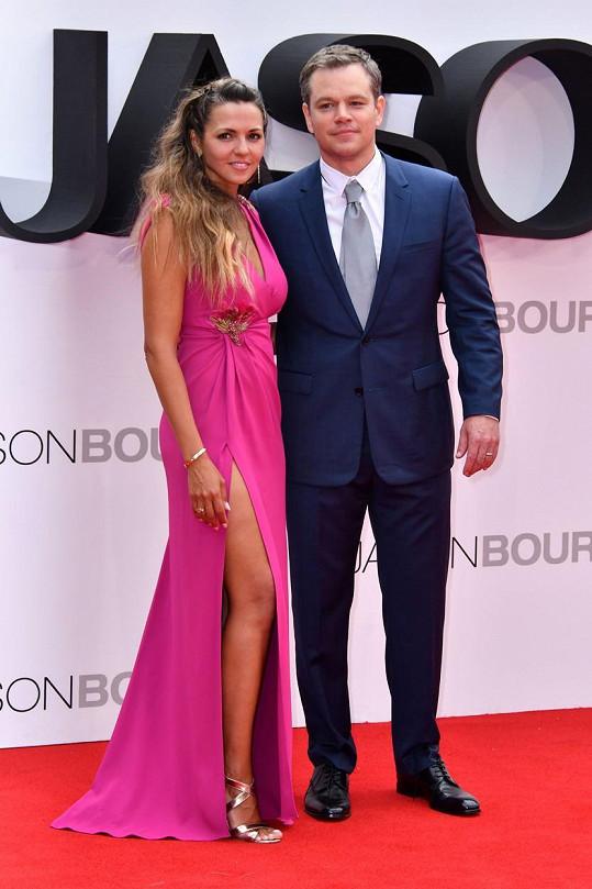 Matta Damona doprovodila manželka a matka jeho tří dcer.