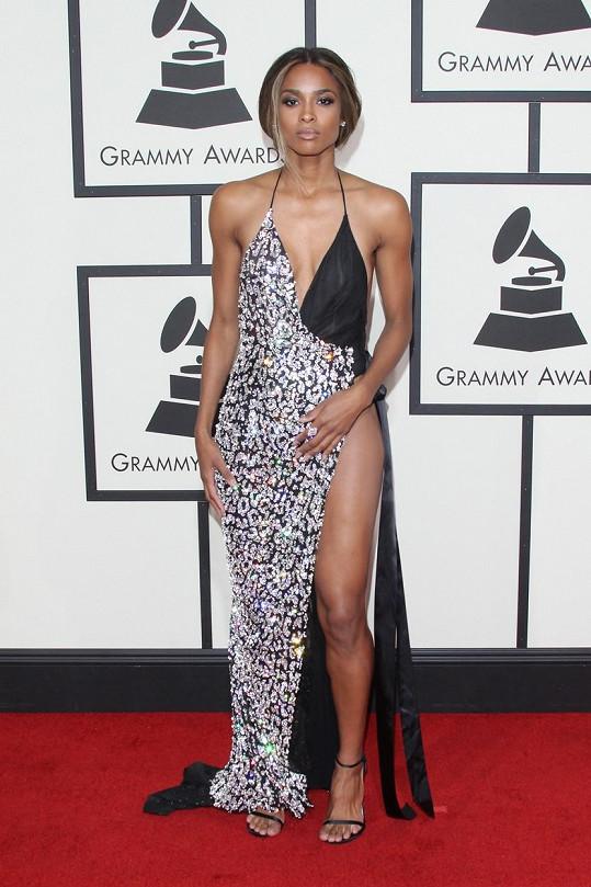 Ciara vsadila na odvážné šaty.