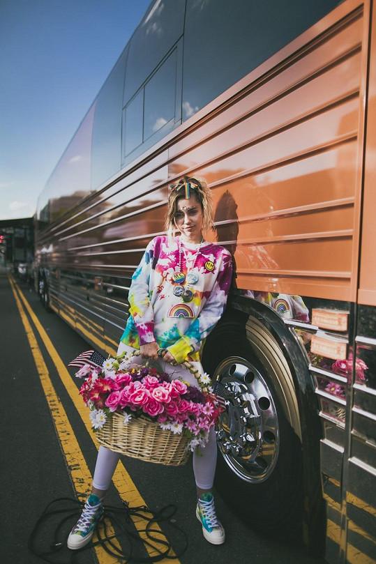 Nová kolekce známé značky sportovní obuvi. Miley je její ambasadorkou.