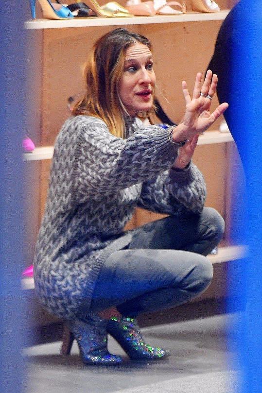 Sarah Jessica Parker v New Yorku prodávala své boty. Se zákaznicemi živě diskutovala.
