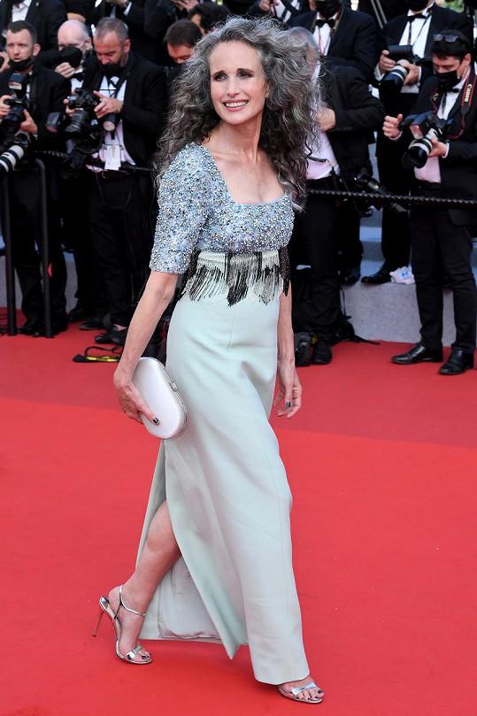 Andie MacDowell na filmové premiéře v Cannes
