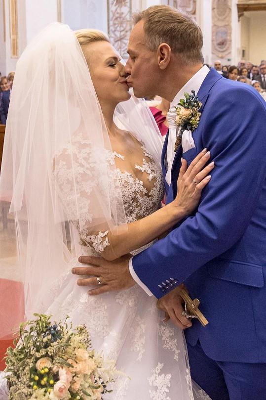 Na novomanželský polibek Zlatica čekala 15 let.