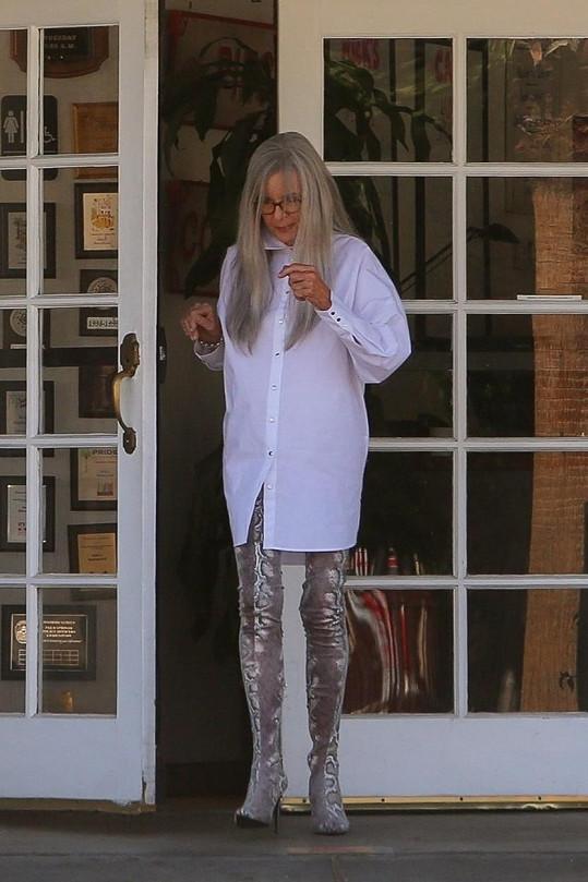 Na natáčení Diane oblékli do sexy outfitu.