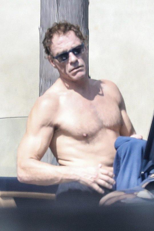 Jean-Claude van Damme je stále v dobré kondici.