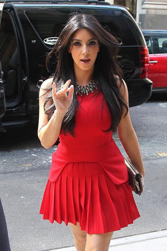 O poznání spořejší verzi na sobě měla před lety i Kim Kardashian.