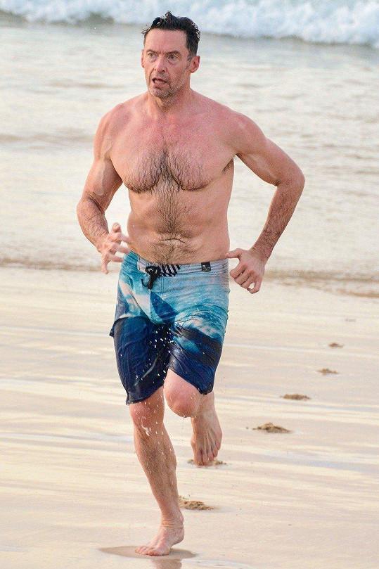 Hugh Jackman má parádní postavu.