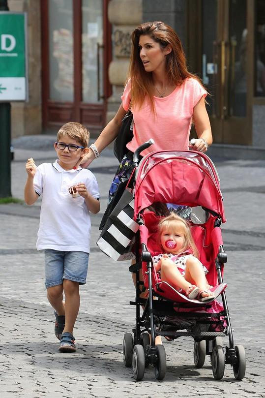 Victoria se synem Davidem a dcerou Annabelle