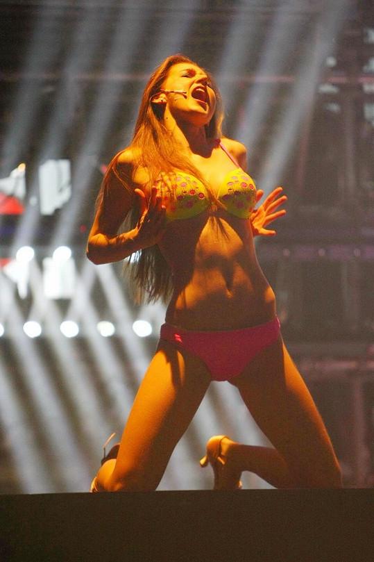 Zpěvačka Barbora Hlinková předvedla v muzikálu sexy tělo.