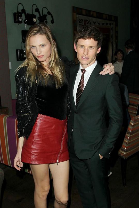 Modelka s Eddiem Redmaynem