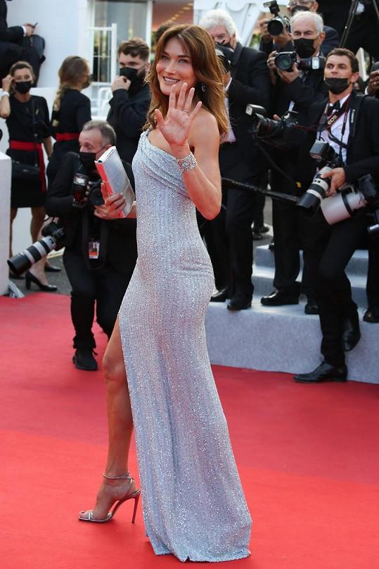 Carla Bruni na zahájení festivalu v Cannes
