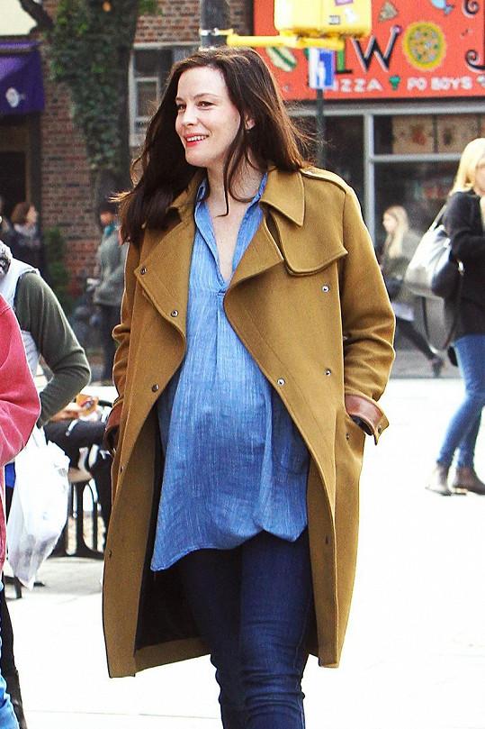 Herečka si užívá třetí těhotenství.