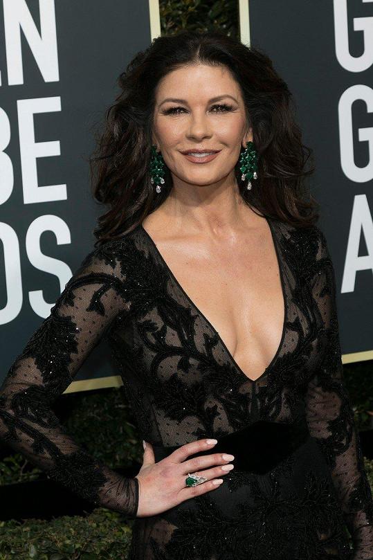 Herečka Catherine Zeta-Jones vypadá stále svěže.