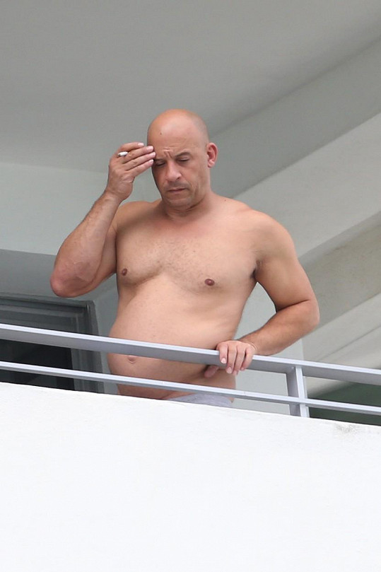 Ranní cigaretku nesmí Vin Diesel vynechat...