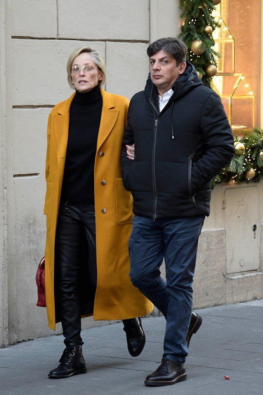 Sharon Stone s novým partnerem Enzem Cursiou