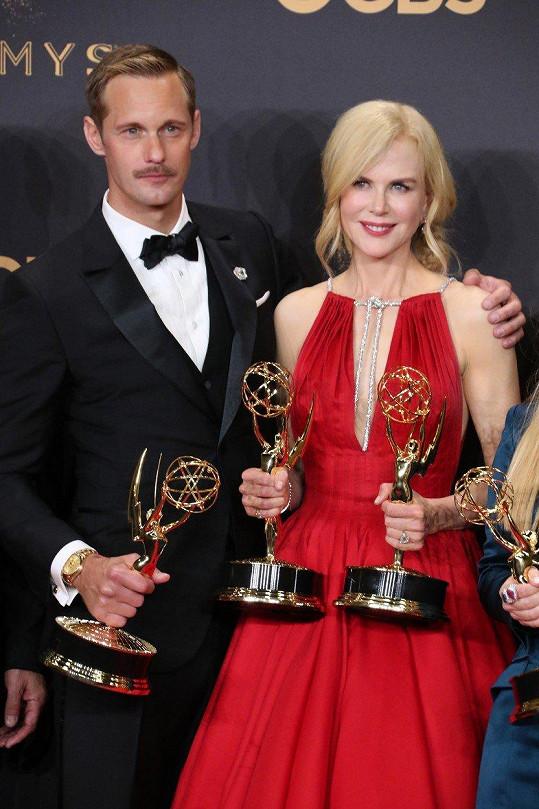 Nicole Kidman a Alexander Skarsgard s cenami za seriál Sedmilhářky.