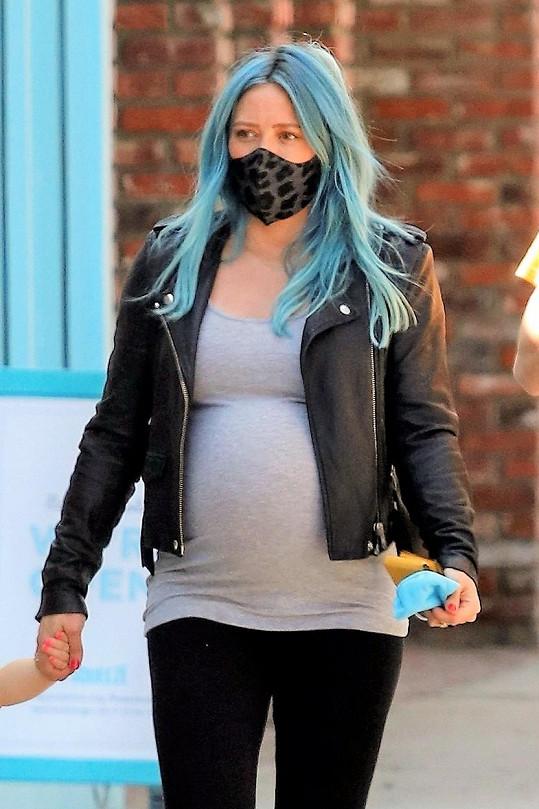 Když si nedávno obarvila vlasy na modro, fanoušci měli za to, že jde o oznámení pohlaví dítěte. Nešlo, herečka je neznala.