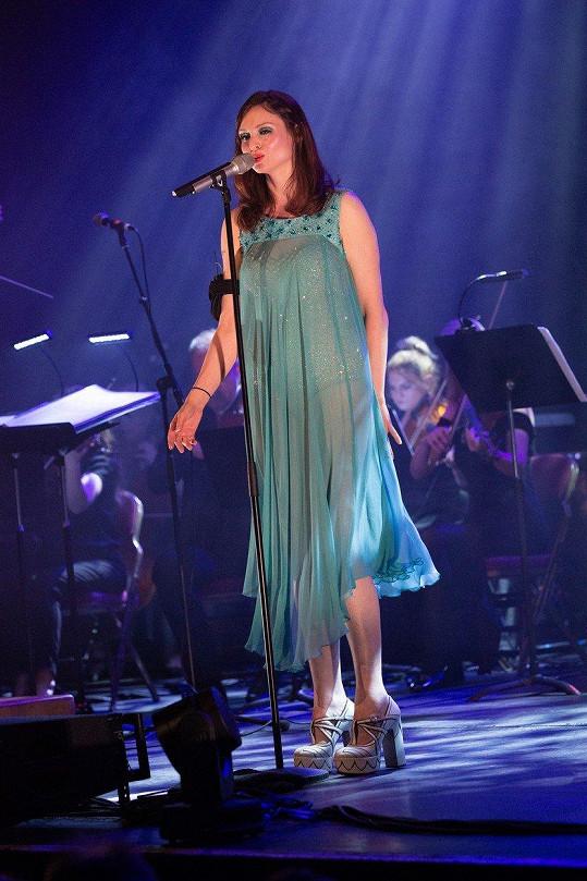 Sophie Ellis-Bextor se po porodu vrátila na hudební scénu.
