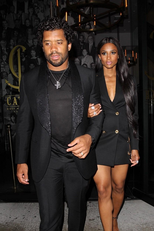 S manželem Russellem Wilsonem