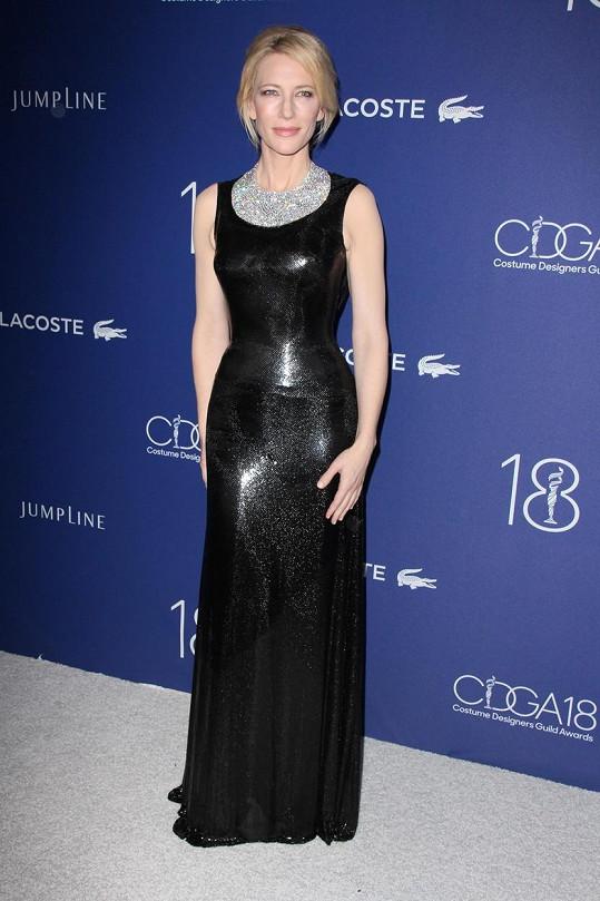 Cate Blanchett zdůraznila svou štíhlou postavu.