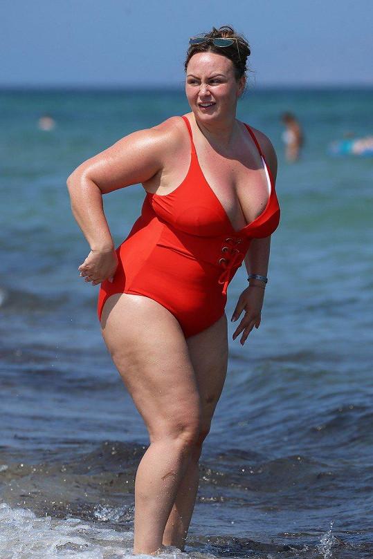 Chanelle Hayes zaznamenala první úspěchy v hubnutí a oslavila to v plavkách.