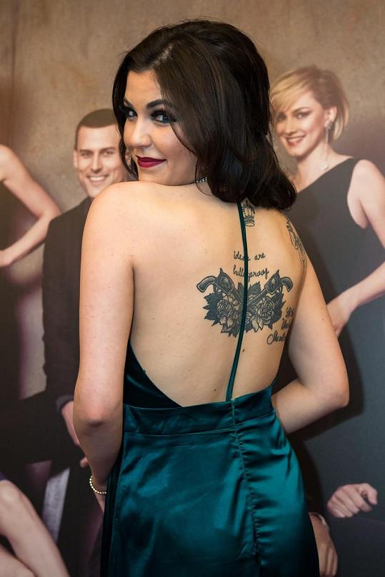 Celeste Buckingham se pochlubila tetováním.