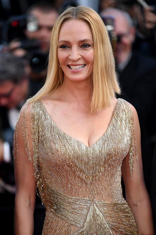 Stejně tak i zlaté, které oblékla v Cannes v roce 2017.