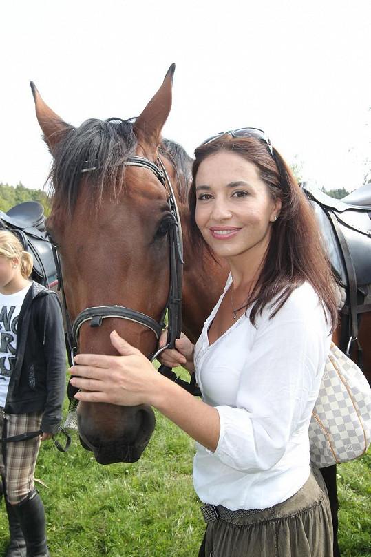 Do koní byla Míša jednu dobu absolutně zamilovaná.