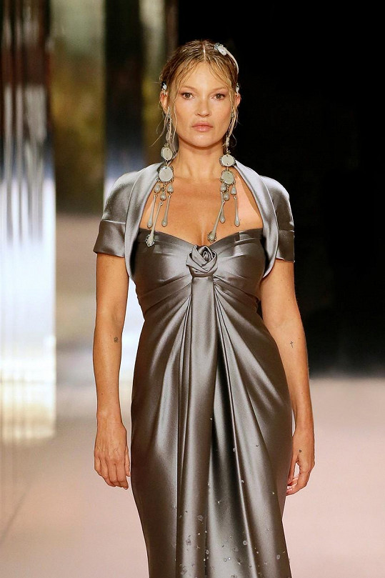 Kate Moss na přehlídce Fendi