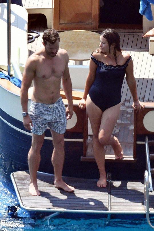 Jamie a Amelia zakotvili u ostrova Capri.