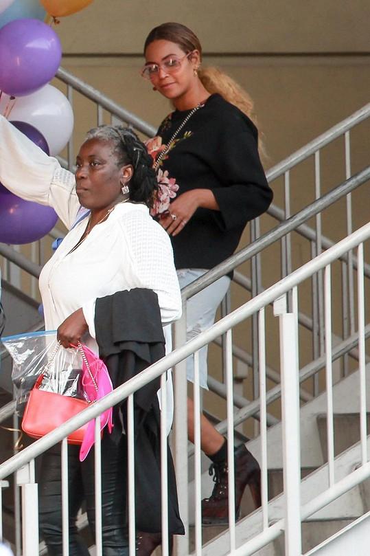 Celebrity a jejich děti se sešly na oslavě v losangeleském obchodním centru.
