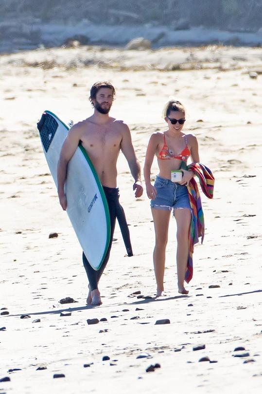 Miley a Liam obnovili zasnoubení.