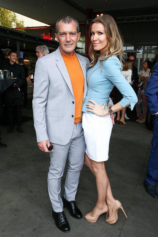 Antonio Banderas s přítelkyní Nicole Kimpel na premiéře v LA