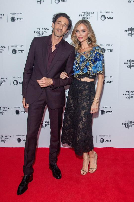 Georgina Chapman a Adrien Brody vyrazili na filmový festival.