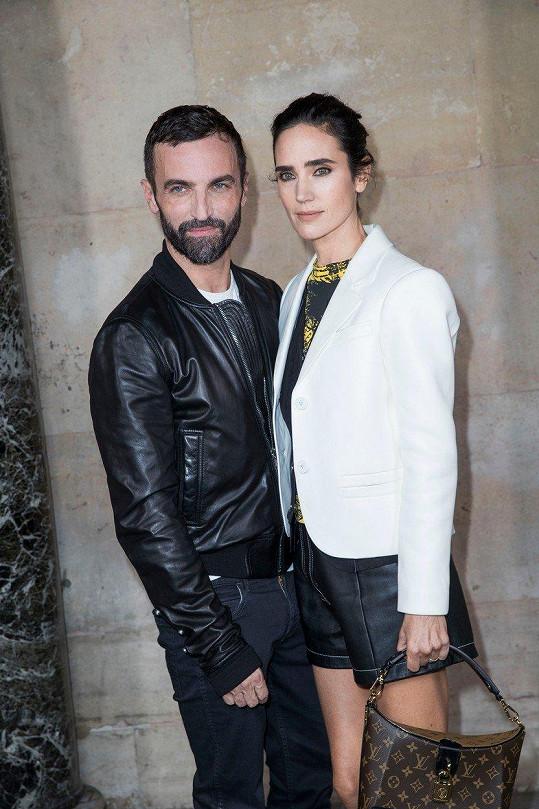 Jennifer s návrhářem Nicolasem Ghesquierem