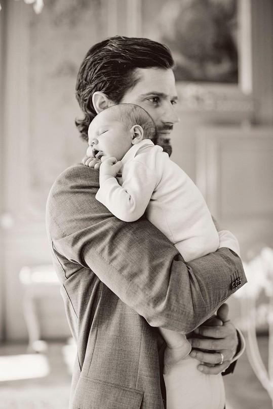 Fotografie vznikly k příležitosti princových narozenin.