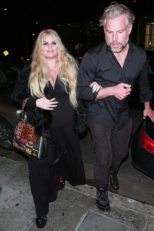 Jessica Simpson s manželem Erikem krátce před porodem třetího dítěte