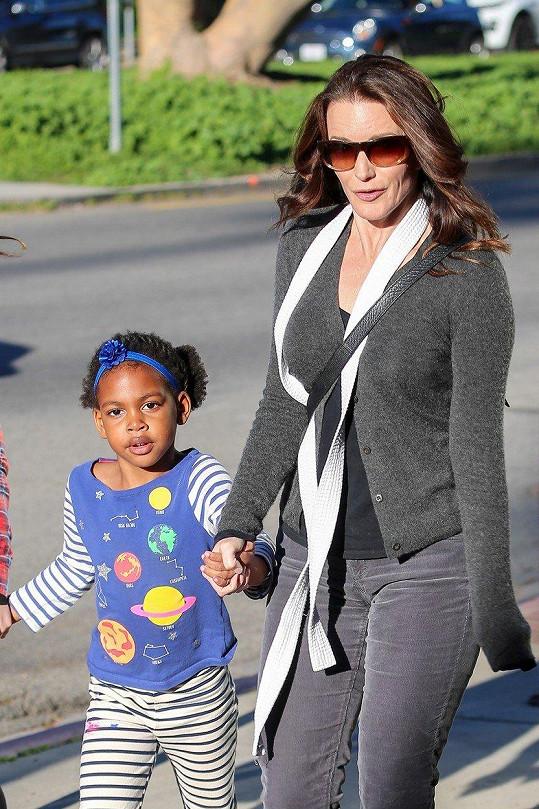 Kristin Davis s dcerou Gemmou na vycházce