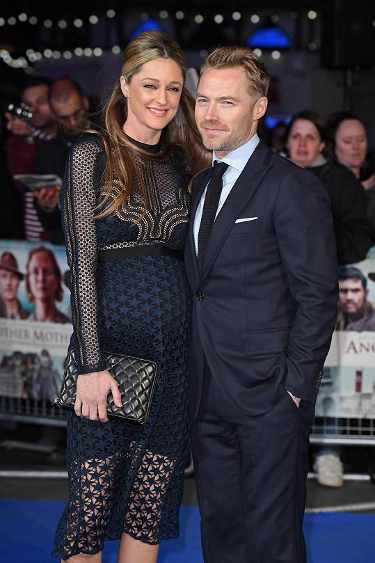Ronan Keating se pochlubil těhotnou manželkou.