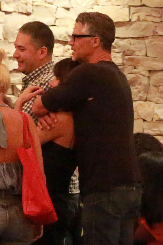 Sandra Bullock s Bryanem Randallem po večeři v Kalifornii
