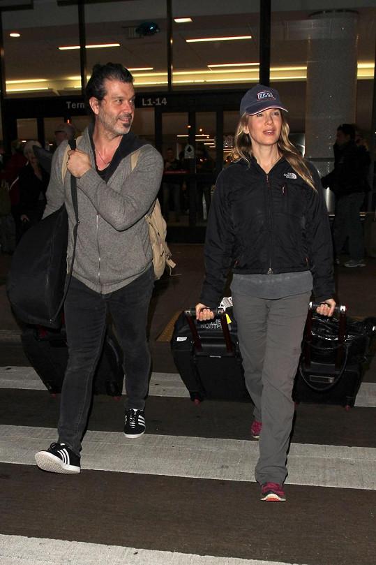 Renée Zellweger a Doyle Bramhall II. na letišti v Los Angeles