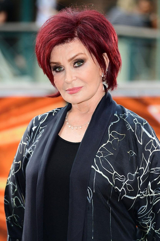 Sharon skončila s koronavirem v nemocnici.