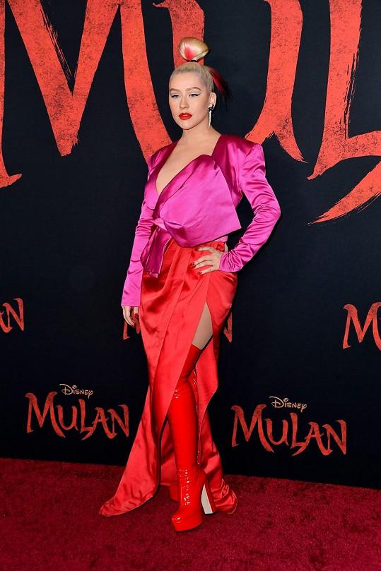 Christina nazpívala píseň k filmu Mulan. Před 22 lety nazpívala ústřední píseň k animované verzi a rozjelo jí to kariéru.
