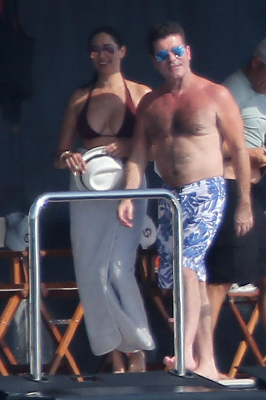 Simon Cowell s Lauren Silverman a jejich synem odjel na dovolenou.