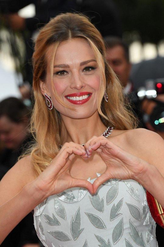 Každý rok je hostem významného filmového festivalu v Cannes.