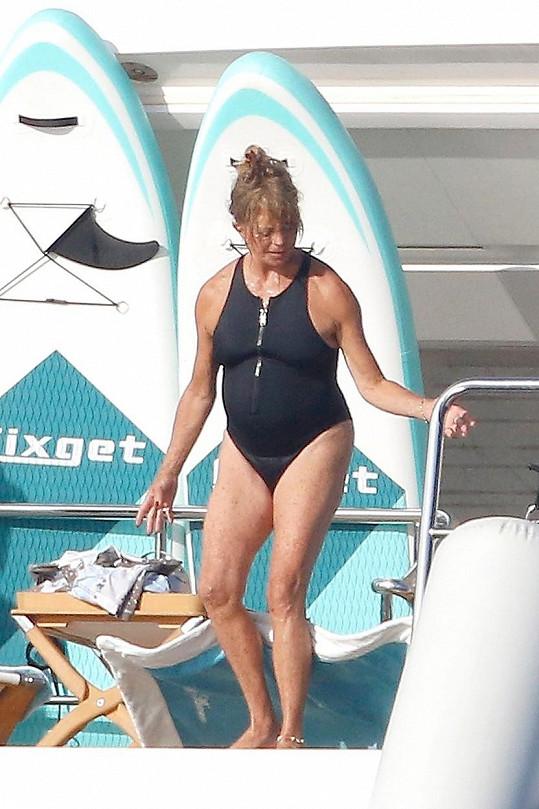 Goldie Hawn tráví dovolenou v Saint Tropez.
